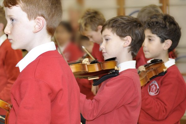 Children playing the violin at Sandfield